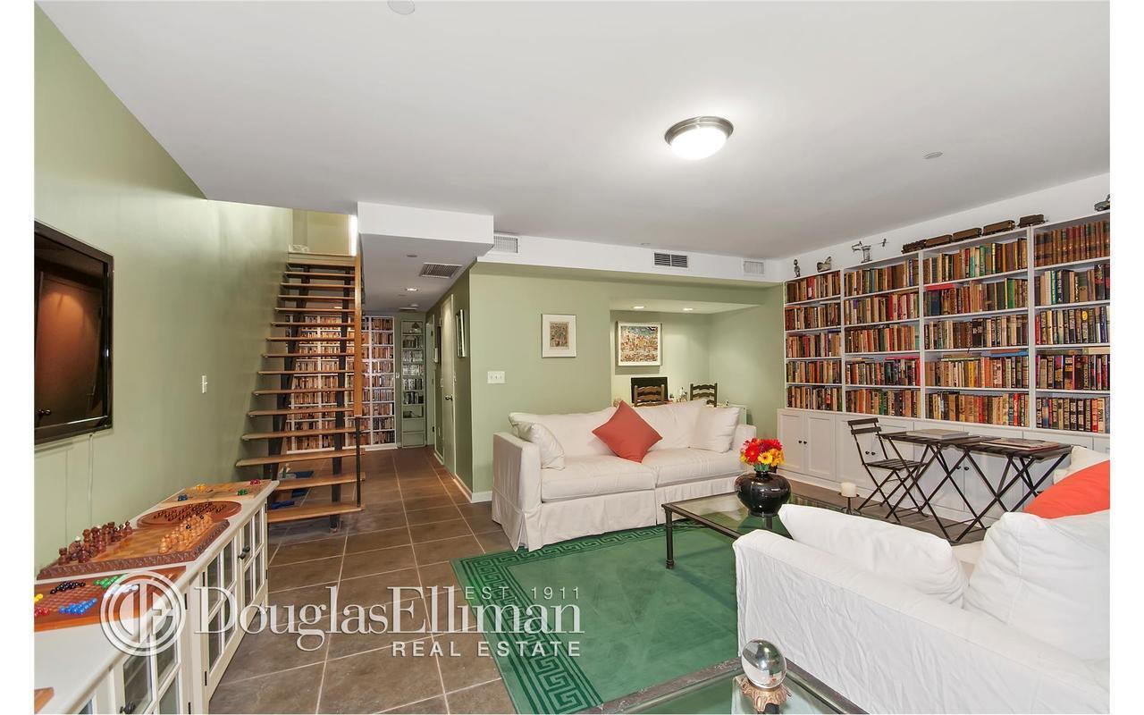 Apartment / Flat / Unit   82 Guernsey Street #1B, New York, NY 7