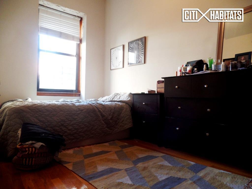 126 west 86th street 2b in upper west side manhattan for Living room 86th street