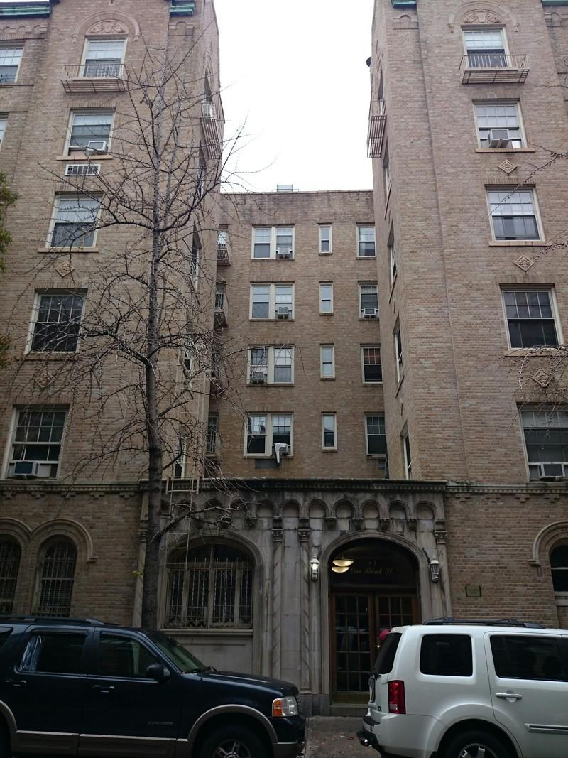 1 bank street in west village manhattan naked apartments for Manhattan west village apartments