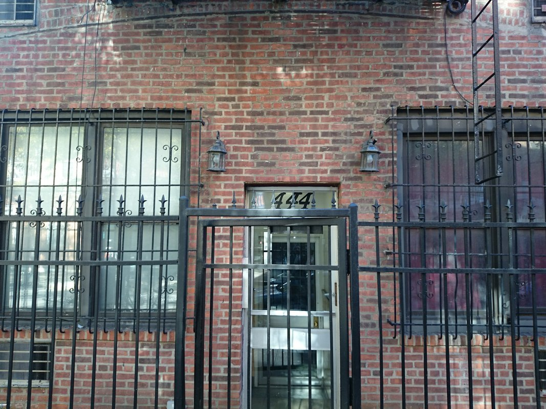 444 West 46 Street In Clinton Manhattan Naked Apartments