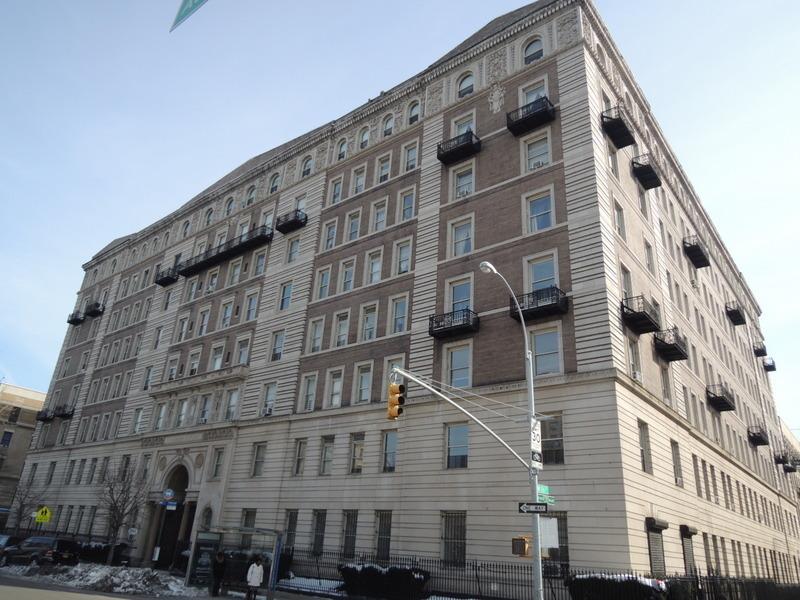 Building Graham Court Apartments