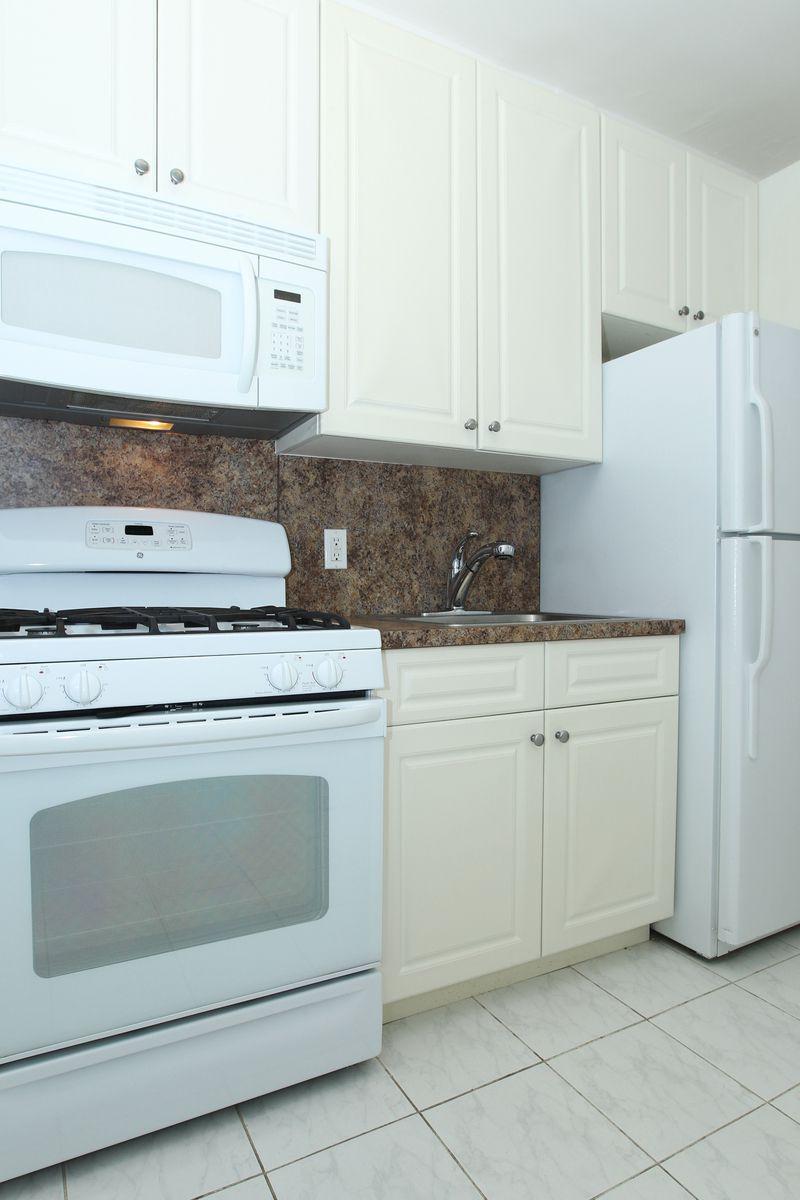 StreetEasy: 221 West 12th Street in West Village, #2H - Sales ...