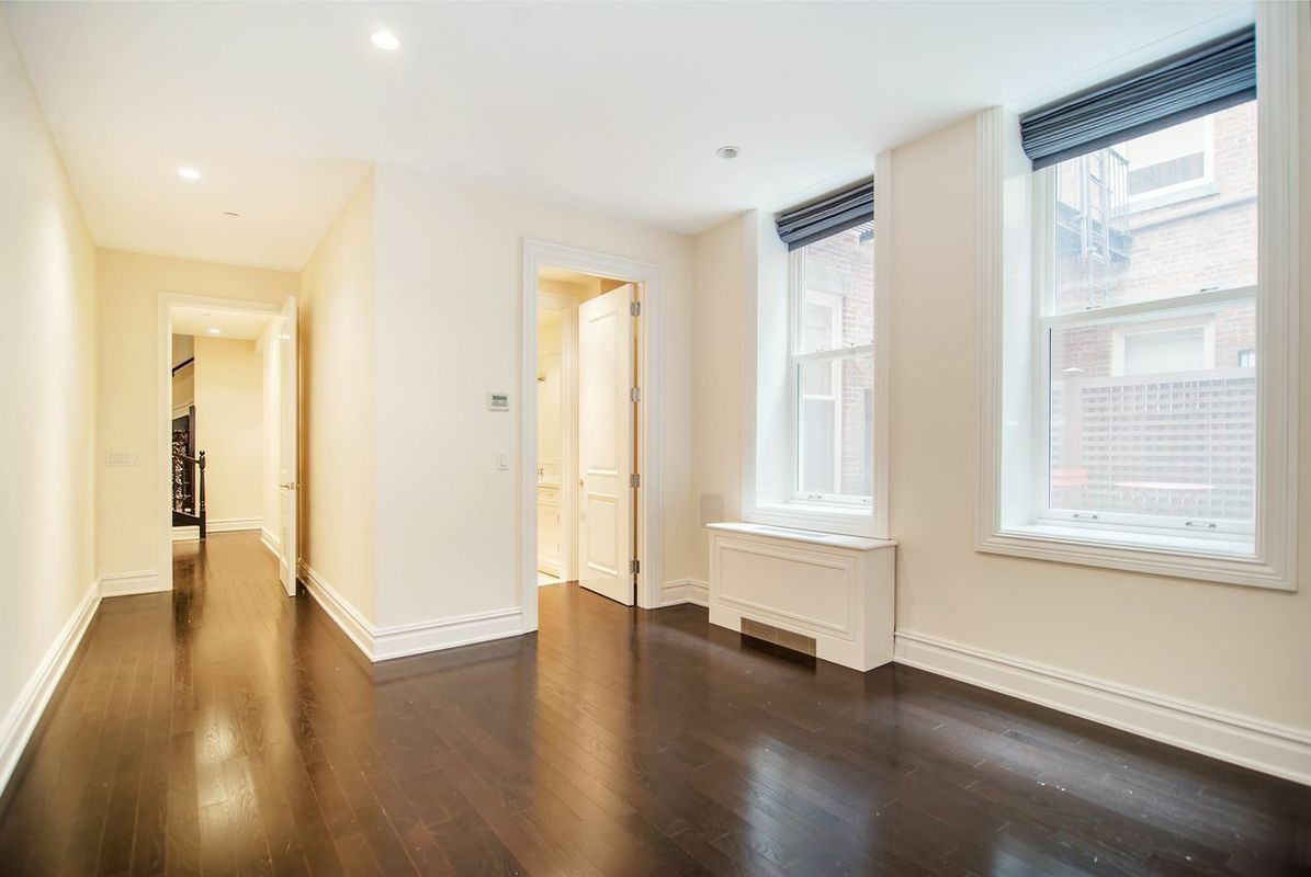 Streeteasy 14 East 62nd Street In Lenox Hill 1r Sales